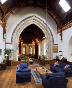 Comfortable-Georgian-Church-Interior-Decor
